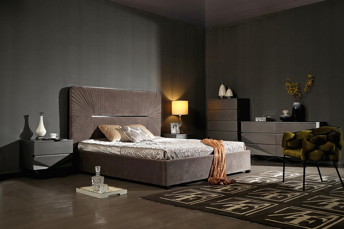 VIG Furniture Modrest Duke Modern Grey Velvet and Black Gun Chrome Bed