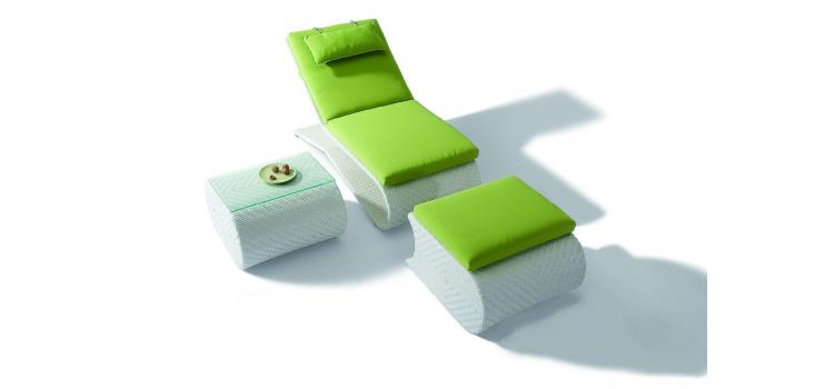 H03 - Sun Bathing Chaise with foot rest and side table