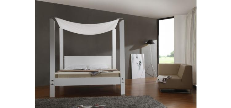 Lias - Modern Canopy Bed
