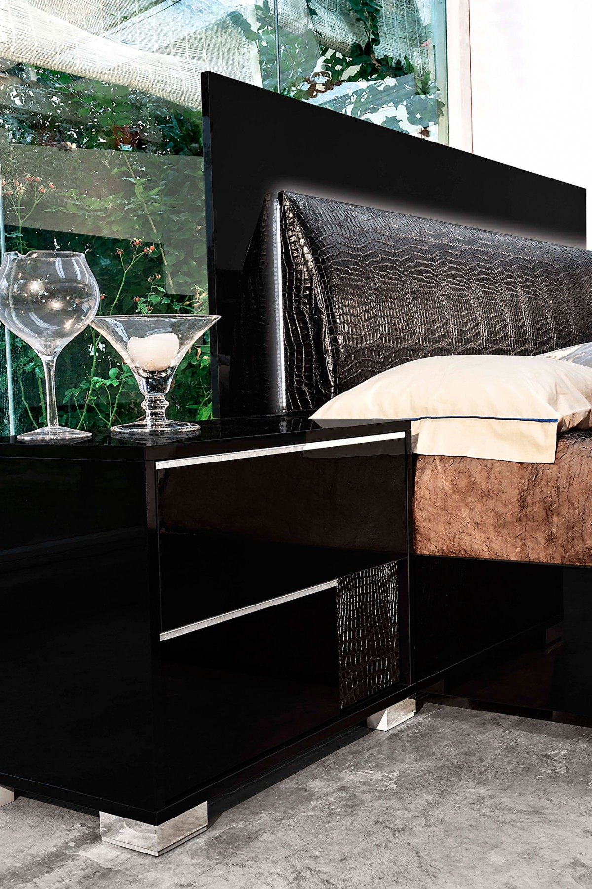 Modrest Grace Italian Modern Black Bedroom Set