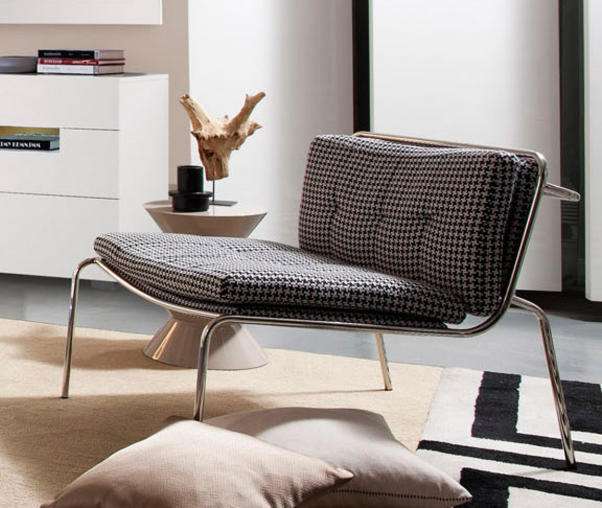 how to clean fabric lounge chairs